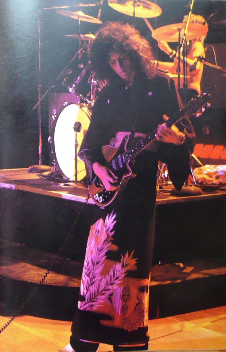 Sheer Heart Attack Tour. The Nippon Budokan, Tokyo. 1 May 1975.