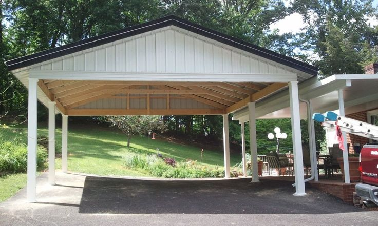 This wood carport is a very beautiful house decoration