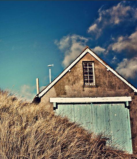Boat Hut at Newburgh Beach.    ©   Ann Broom