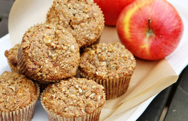 Heart Healthy Apple Oat Bran Muffins #healthy #recipes #onthego