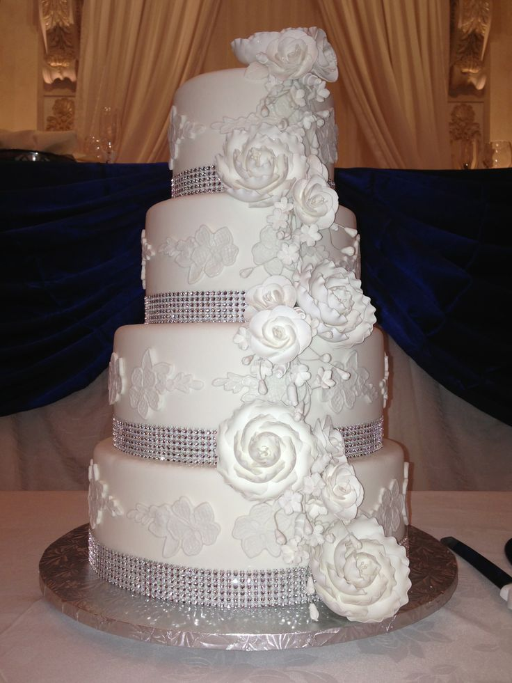 lace pattern wedding cake absolutely stunning 4 tier all white cake with white lace 16691