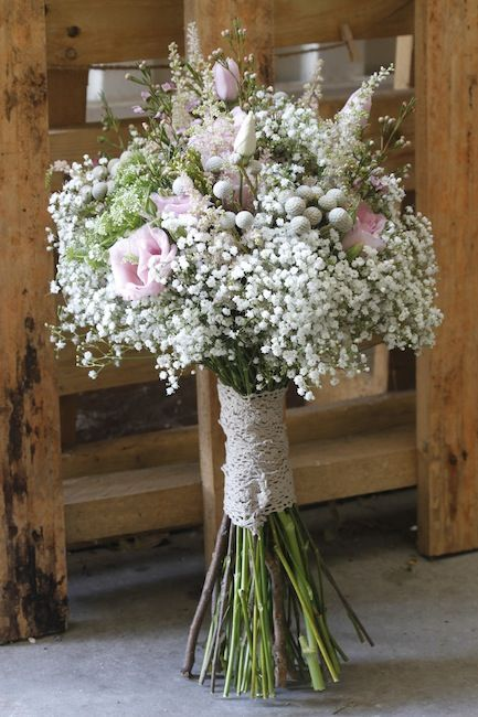 ramo silvestre boho chic ideal para una boda en el campo, con paniculata y astilbes, brunia y lisianthus www.bukkaflores.com