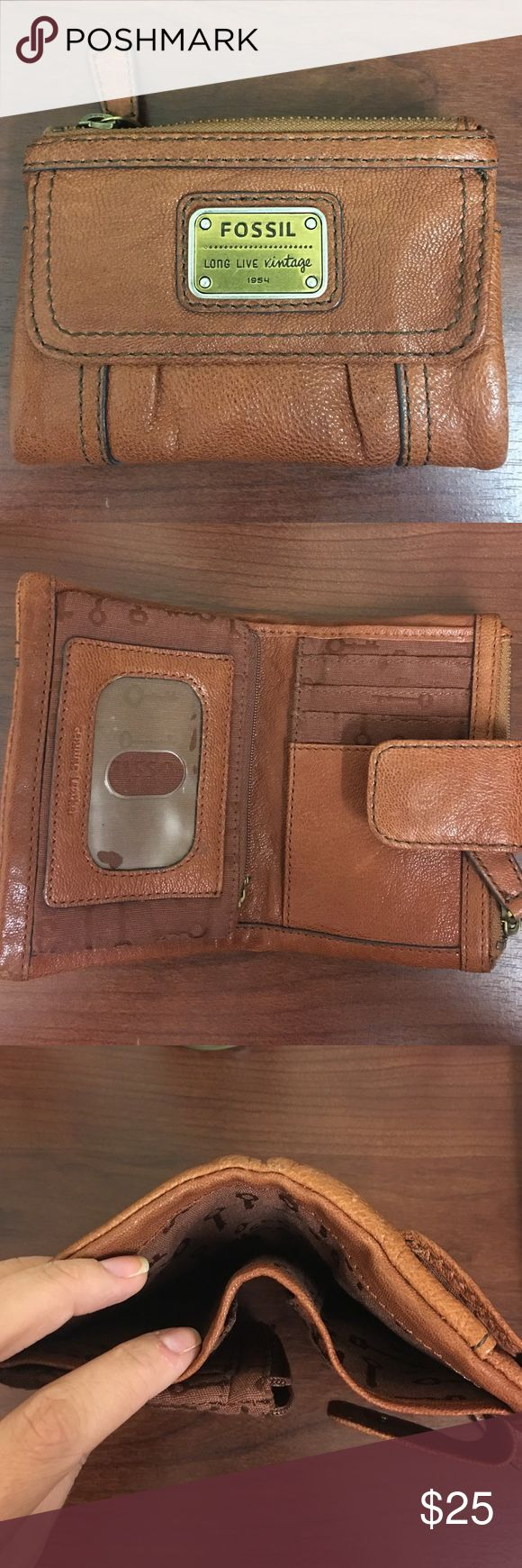 Fossil Wallet Lightly used women's Fossil Wallet Fossil Bags Wallets