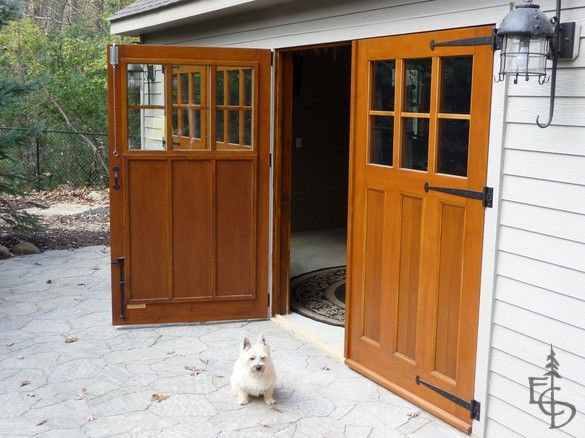 Swinging barn door plans woodworking projects plans for Build carriage garage doors