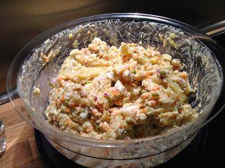 Weihnachtskartoffelsalat ist fertig!  Dieser Kartoffelsalat wurde bei meinen Eltern am 24.12. zum Abendessen serviert. Diese Tradition setzen wir auch in meiner eigenen Familie weiter fort. Gehört einfach dazu. Nur mit dem Karpfen klappt es nicht so...;-) #rezept #weihnachtsrezept #kartoffelsalat