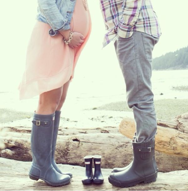 Baby announcement... i feel like the shoe thing is becoming over done but this one is cute