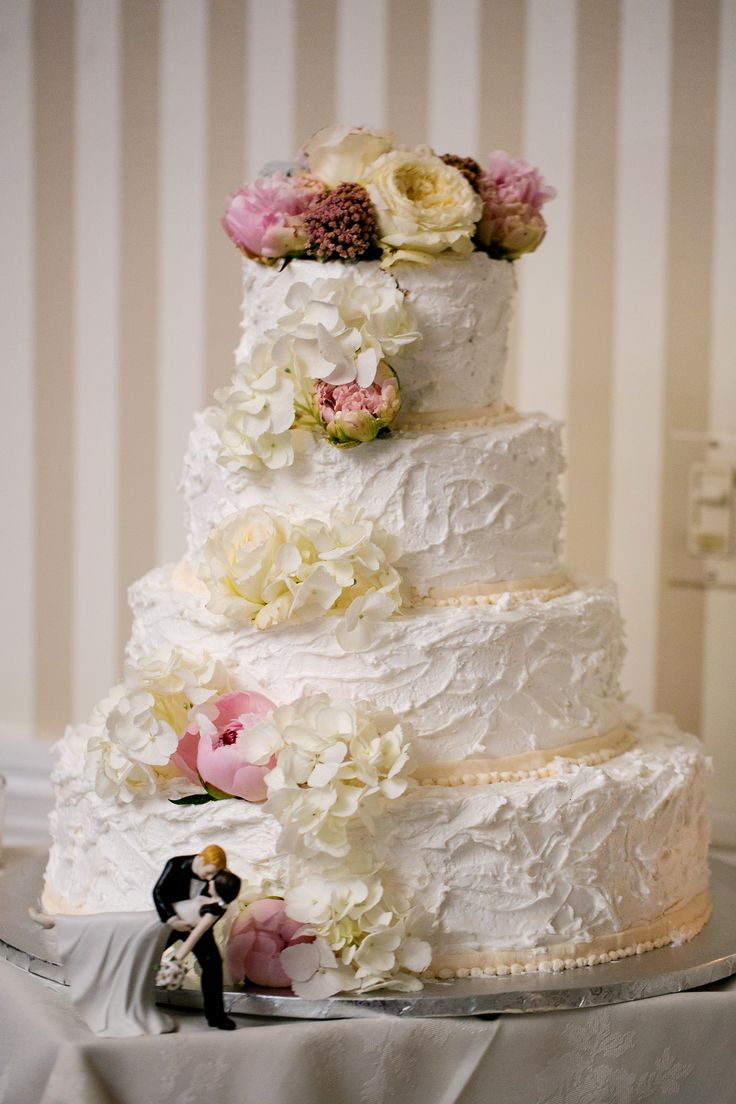 Cake With Peonies Flowers Tv By Open House Country Club Wedding Photography Saint James Roman Catholic Church