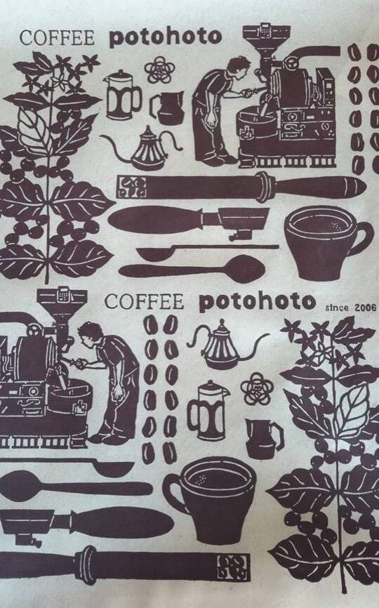 那覇市栄町の市場内にある珈琲豆焙煎所「Coffee potohoto」さんのギフト用包装紙デザイン 紅型ナワチョウ @nawachou bingata-nawachou.com