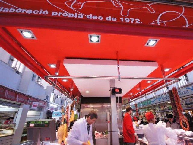 Parada de carnicería en Mercado de Tortosa.   Decoración Alado
