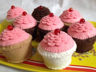 mini felt cupcakes for dolls