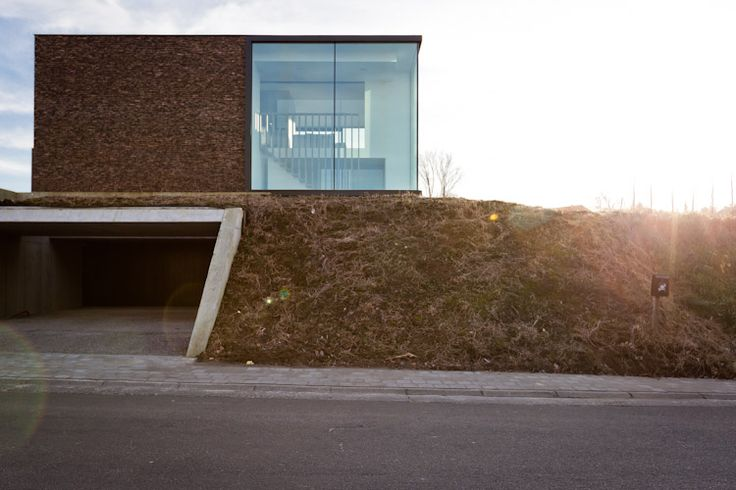 Loving the leveled functions, making access very logic! Caan architecten, house located in Oudenaarde (Belgium)