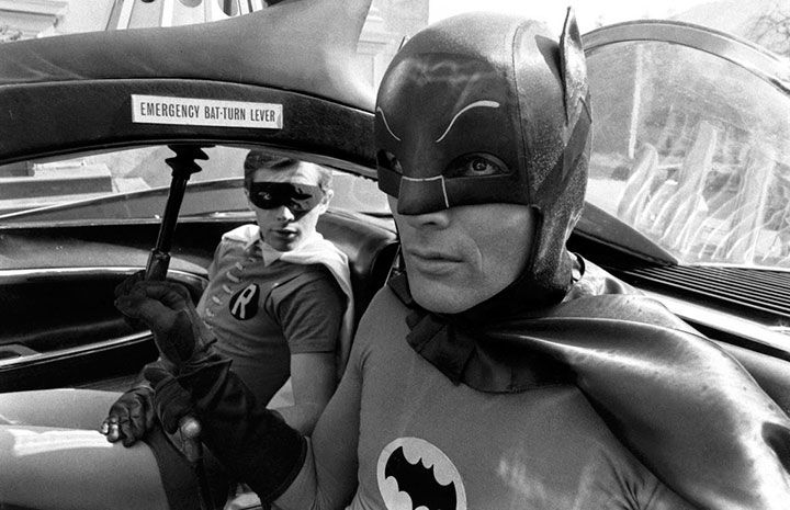 Fotos de Adam West y Burt Ward en el set de Batman: The Movie | DC