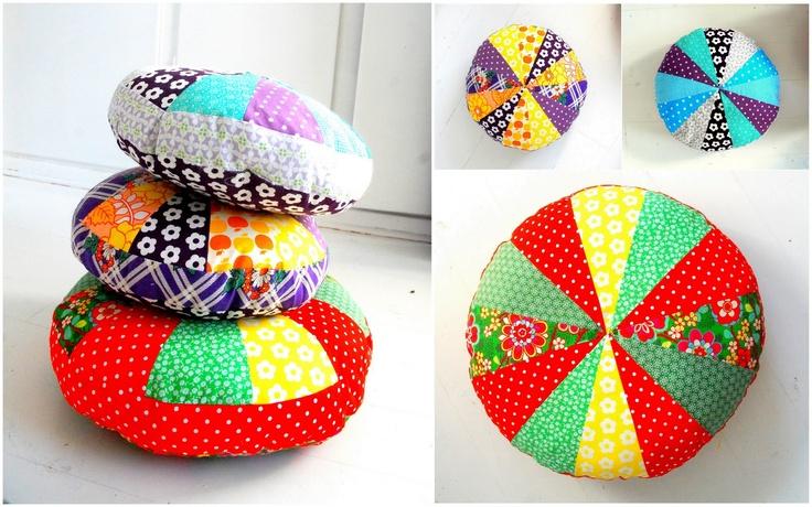 Handmade Vibeke: Kussens in heldere kleuren :)