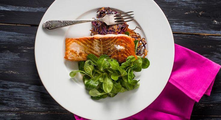 Egy szénhidrátban szegény, proteinben és egészséges zsírokban gazdag,gourmet fogást hoztunk ma nektek lazaccal, de most kivételesen nem is a lazacon