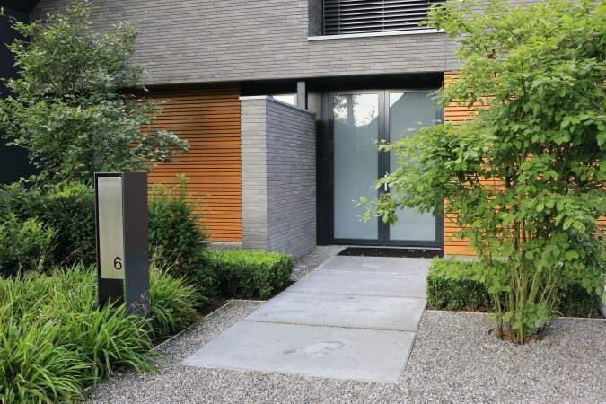 Clean, layered curb appeal
