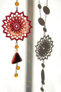 Beautiful Sun necklace,and there's a free crochet pattern!