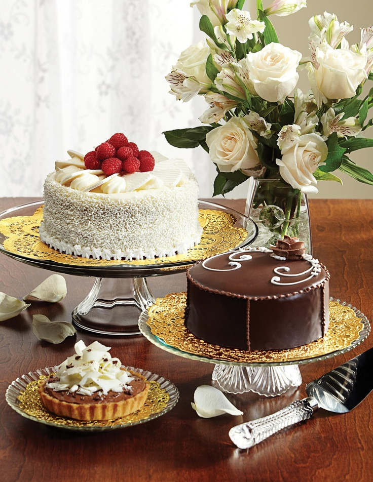 Looking to elevate your presentation?  Here is a direct link to Hoffmaster's Baking Brochure. http://www.hoffmaster.com/Portals/0/Catalogs/HI005699%20BakeryBrochure.pdf