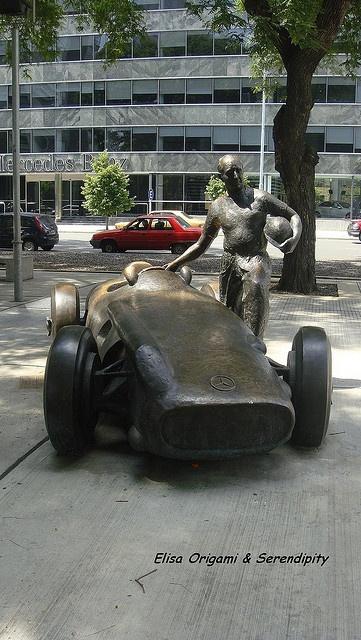 escultura de Fangio en  Puerto Madero, Buenos Aires, Argentina
