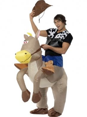 Zabawny strój kowboja z rodeo, który nie może rozstać się ze swoim ulubionym rumakiem. Ciekawy pomysł na imprezę w stylu Dzikiego Zachodu.