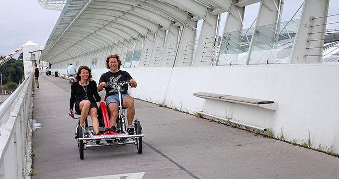 Tandem Fahrrad  - nebeneinander auf einem Rad gemeinsam die Stadt erleben