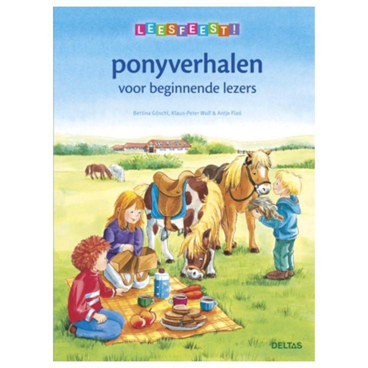 Nina wil met haar lievelingspony Zomerwind een ritje gaan maken. Maar de pony is erg onrustig. Wat heeft dat te maken met de verdwijning van Mia de stalpoes? Sanne heeft zo lang uitgekeken naar het ponykamp! Het allerliefst zou ze dag en nacht met de pony's samen zijn. Maar het meisje heeft heimwee en dat maakt haar droevig. Gelukkig is Vlokje de pony er om haar te helpen. En wie denkt dat ezels geen helden kunnen zijn, heeft het echt mis!In dit boek voor beginnende lezers zijn vier…