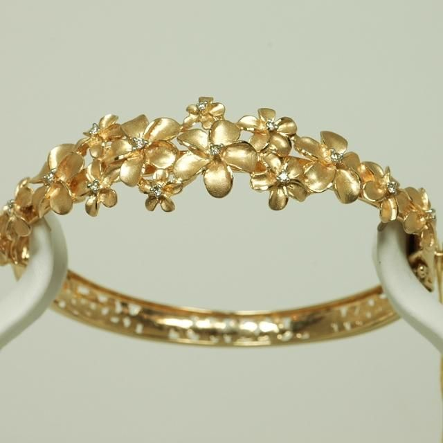 14K gold Hawaiian plumeria bracelet - Designer jewelry - Jewel of the Lotus