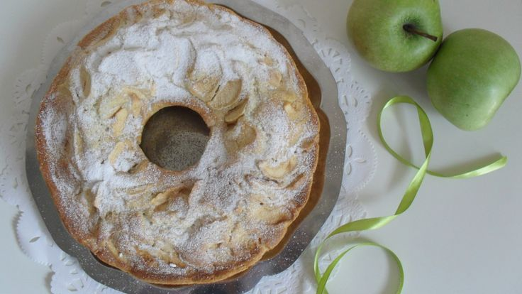 Oggi vi propongo la torta di mele del bicchiere una ricetta semplicissima adatta anche a chi ha pochissima dimestichezza in cucina e che dà un risultato strepitoso...