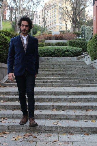 Velvet Blazer – Paul Smith  Shirt – Uniqlo  Scarf – Geoffrey Beane  Jeans – Levi's  Boots – Clark's  Watch – DKNY  #menswear   #spain #madrid   #paulsmith #uniqlo #geoffreybeane #levis #clarks #dkny