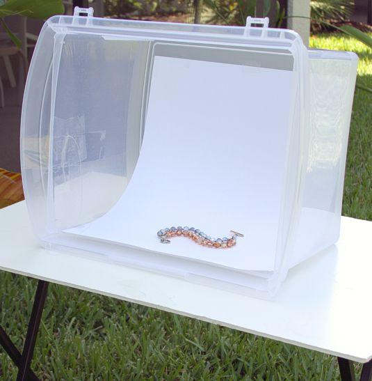 How to make a lightbox for photographing jewelry. | Quirky Oak Artisan Jewelry ------------ Cómo hacer una caja de luz para fotografiar joyas. | Peculiar Roble Artesanos Joyería