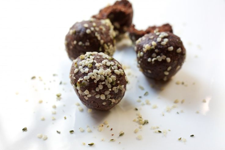 No-Bake Hemp Brownie Bites: Just 6 ingredients and easy to whip together. It is extremely heart-healthy and brimming with superfood benefits: omega-3 and omega-6 essential fatty acids, antioxidants, protein, fiber, iron, zinc, potassium, magnesium and more. The balls are raw, vegan and gluten-free. They can be served as a dessert or can be eaten any time of day as an on-the-go breakfast or snack. Their rich chocolate flavor resembles that of a moist brownie.