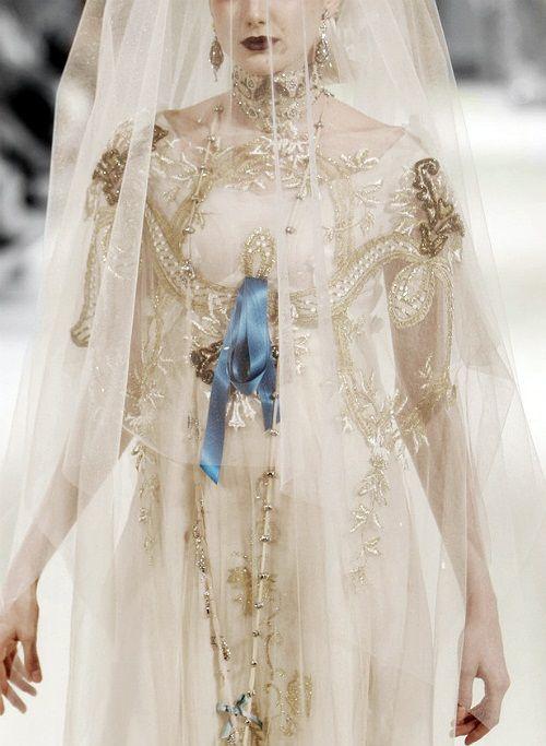130186:  Christian Lacroix Haute Couture S/S 2002