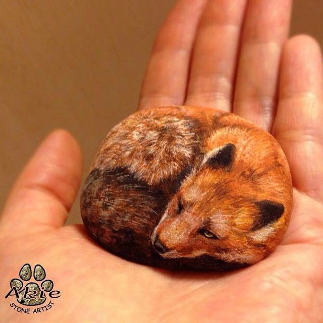I painted fox on natural shape stone. This is my favorite piece✨ #stone_art #rock_painting #fox #art #drawing #painting #animal #draw #paint #stone #rock #petrock #fineart #akie #wildlife