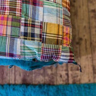 Douillettes et colorées les nouvelles courtepointes en patchwork de Madras! #caravane #courtepointe #editionlimitee #lit #bedinspiration