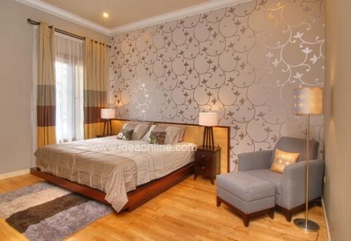 Silver & Shiny Wallpaper. Photographer: iDEA/Dean Martin