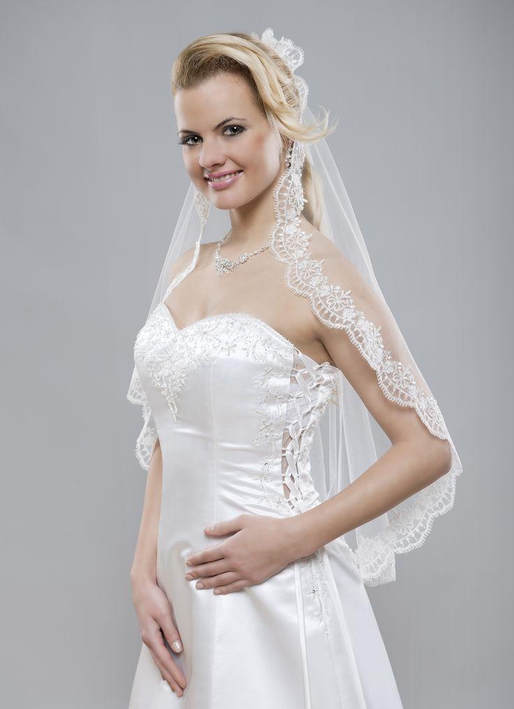Úžasný romantický a pritom tak elegantný španielsky svadobný závoj z kolekcie Glamour.