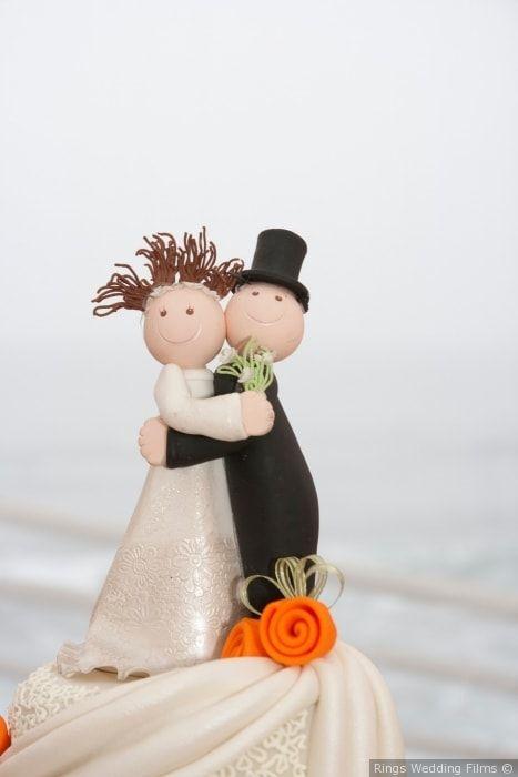 Muñecos de torta con mucha personalidad #muñecosdetorta #torta #decoracion #boda #matrimonio #celebracion #novios #marido #mujer #caketopper #cake #weddingcake #wedding #decoration #celebration #married #justmarried #groom #wife