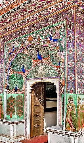Porta do Pavão. Palácio da Cidade, do século XVIII, em Jaipur, estado do Rajastão, Índia.  Fotografia: Ricardo Bevilaqua no Flickr.