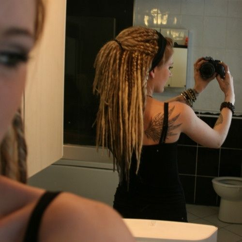 This girls dreads are soo pretty!!