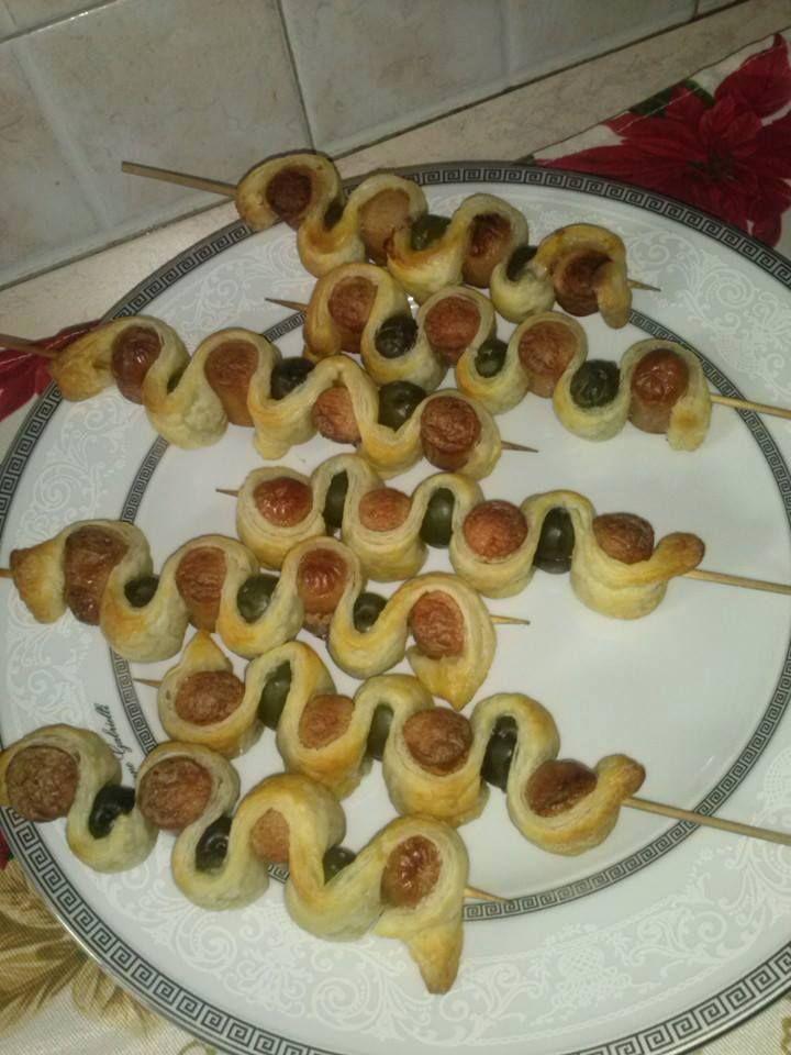 aperitiamo. 1 sfoglia 2 buste wrustel e olive q.b