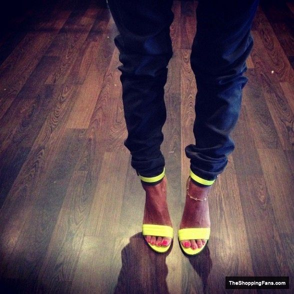 hot yellow heels  The Shopping Fans