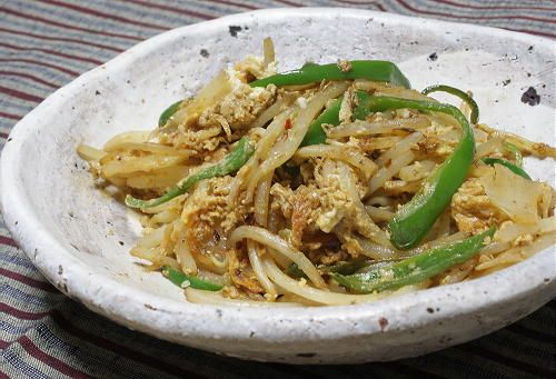 今日のキムチ料理レシピ:もやしとキムチのオイスター卵炒め