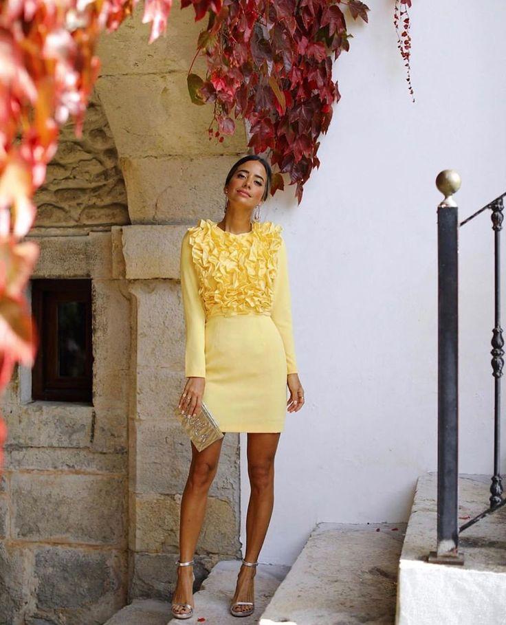 Cómo combinar zapatos y bolso para una boda y que sean el centro de atención de tu look de invitada (sea cuál sea tu vestido) #streetstyle African Evening Dresses, Fiesta Outfit, Dress Up, Bodycon Dress, Yellow Fashion, Street Style Summer, Night Outfits, Wedding Attire, Nice Dresses