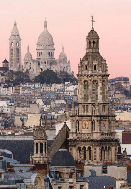 Non l'été n'est pas encore parti : venez-voir le soleil jouer à cache à cache avec les toits de Paris sur la plus mythique butte du monde ! Admirez en quelques stations de métro de l'Original la majestueuse basilique du Sacré-Coeur avant de vous perdre à Montmartre dans le lacis de ruelles et de places légendaires…http://www.hoteloriginal-paris.com/blog/sur-la-butte-montmartre-paris-en-vigie/#.Vf1aCfntlBc