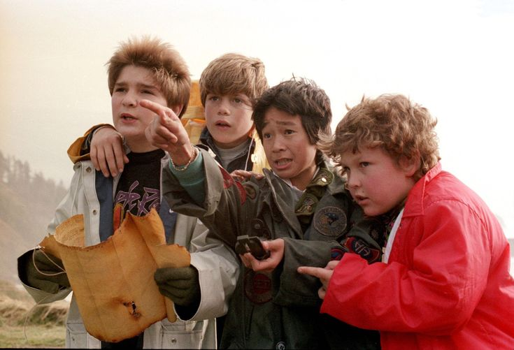 Still of Sean Astin, Corey Feldman, Jeff Cohen and Jonathan Ke Quan in The Goonies (1985) http://www.movpins.com/dHQwMDg5MjE4/the-goonies-(1985)/still-1592362752