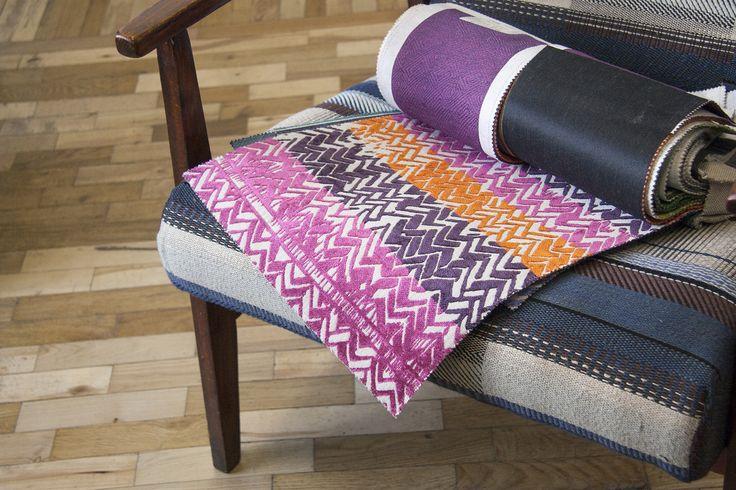 5 КОЛІРНИХ добірок  Ширина:138/140 см  Тест на стирання:20 000 циклів за Мартіндейлом  Склад SHINE L1394: 75% поліестер, 21% ацетатне волокно, 4% віскоза Склад SHINE L1395: 58% бавовна, 36% ацетатне волокно, 6% льон #striped #interiorfabrics #interiorfabrics_sale #colorful #textile #november2016