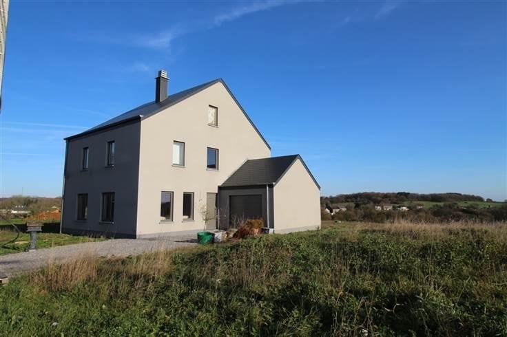 Maison de 4 façades  à vendre à SURICE au prix de 249.000 € - (6074228)