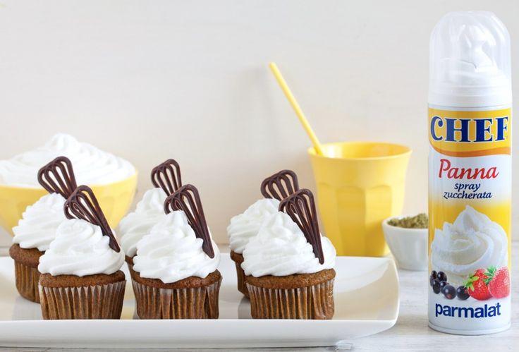Muffin al tè matcha e panna con cuore di cioccolato