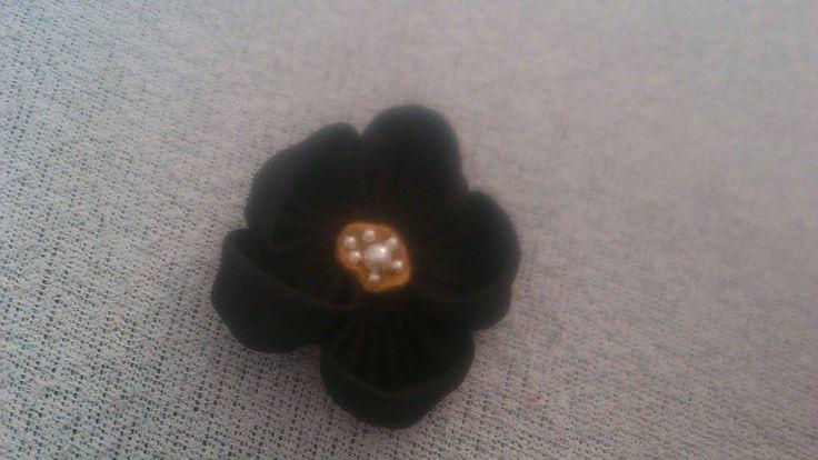 Black Flower Brooch - fekete virág kitűző