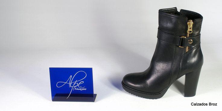 Colección Alpe. Botín de piel con tacón e plataforma - Negro. (muller).