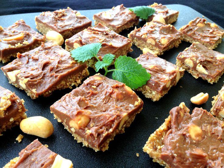 Sukkerfri og glutenfri snickerskake (Men med dadler blir det noe fruktsukker).